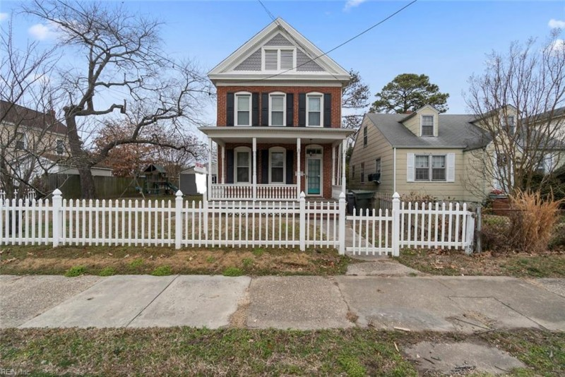 Photo 1 of 38 residential for sale in Hampton virginia