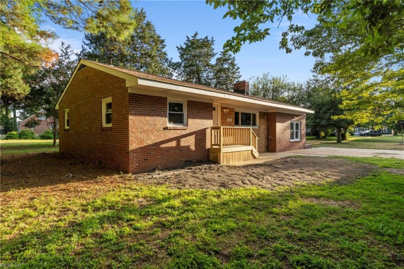 Photo 1 of 31 residential for sale in Chesapeake virginia