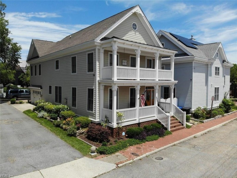 Photo 1 of 40 residential for sale in Portsmouth virginia